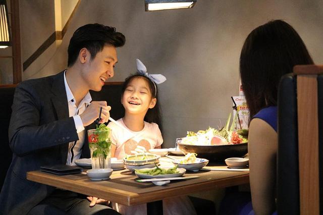 Nhìn những hình ảnh này, ai cũng phải công nhận Mạnh Trường là ông bố tuyệt vời của showbiz Việt - Ảnh 7.