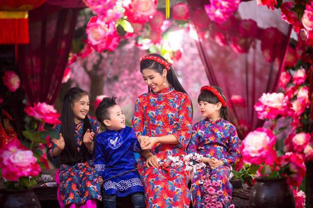 Hoa hậu Ngọc Hân khoe căn hộ đậm chất truyền thống - Ảnh 3.