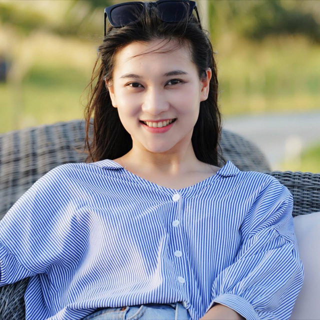 BTV Khánh Trang ghi điểm với gu thời trang thanh lịch, nữ tính - Ảnh 1.