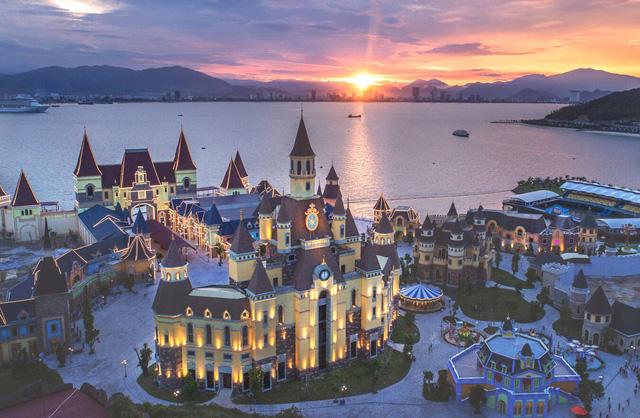 """Đến Nha Trang trải nghiệm """"Disneyland phiên bản Việt"""" - Ảnh 1."""