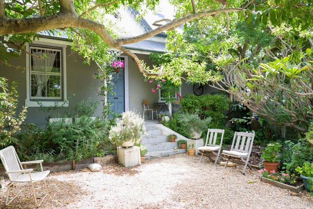 Căn nhà có khoảng sân xinh xắn và không gian màu pastel nhẹ nhàng - Ảnh 1.