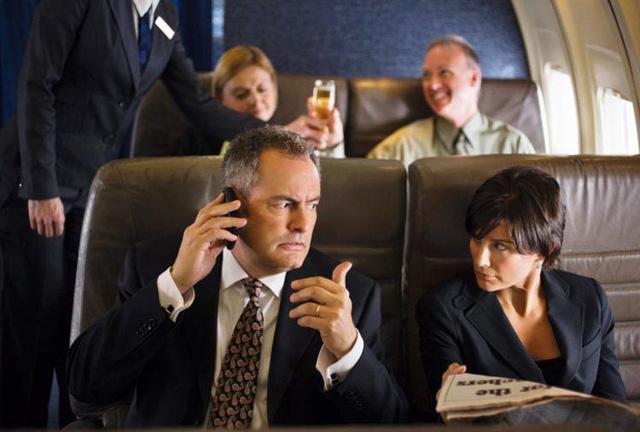 Những kiểu người ai cũng hết hồn trên mỗi chuyến bay - Ảnh 2.