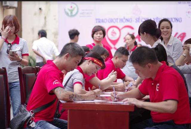 """Ngày hội """"Hiến máu Hạ Hồng"""" tại Bệnh viện Việt Đức - Ảnh 2."""