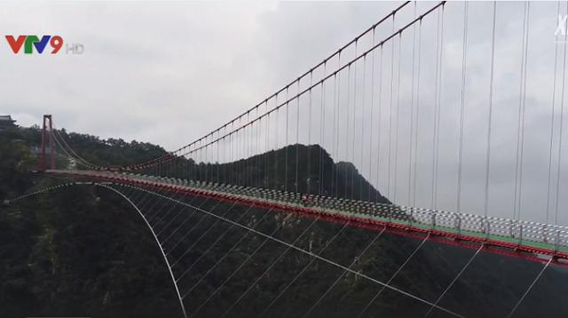 Chiêm ngưỡng cầu treo đi bộ dài nhất thế giới  - Ảnh 1.