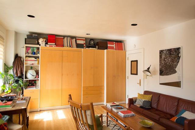 Mê mẩn căn hộ studio nhỏ xinh với nội thất toàn bằng gỗ - Ảnh 2.