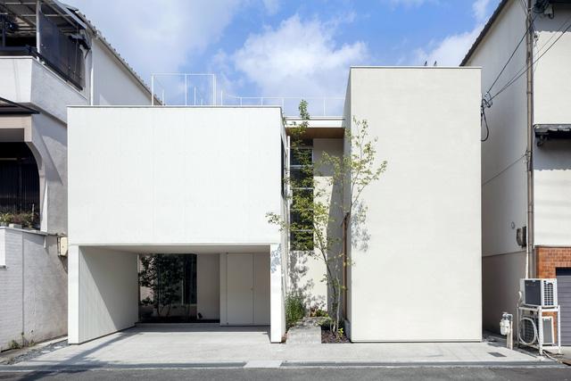 Ngôi nhà bên ngoài tưởng đơn sơ nhưng bên trong có không gian đẹp như mơ - Ảnh 2.