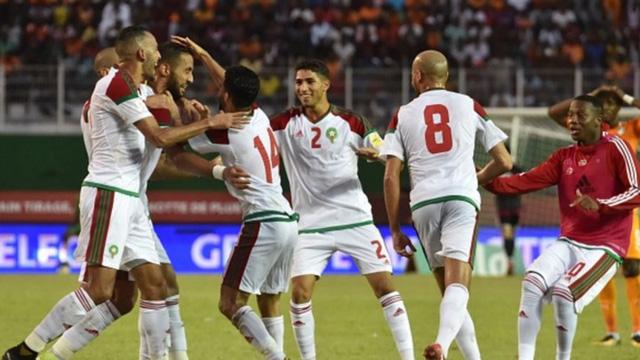 [CHÙM ẢNH] Người dân Maroc tràn xuống đường ăn mừng vé dự World Cup 2018 - Ảnh 2.