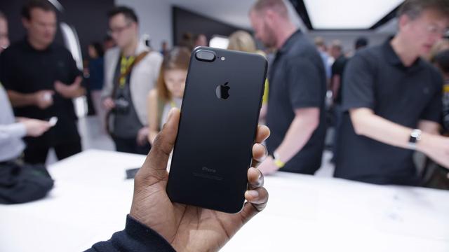 Quên iPhone X và iPhone 8 đi, hãy mua iPhone 7! - Ảnh 2.