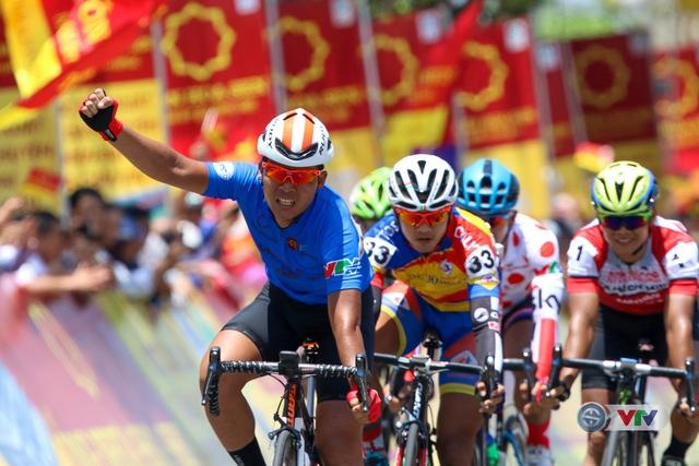 ẢNH: Những khoảnh khắc ấn tượng chặng 7 Giải xe đạp quốc tế VTV Cúp Tôn Hoa Sen 2017, Huế đi Quảng Nam - Ảnh 14.