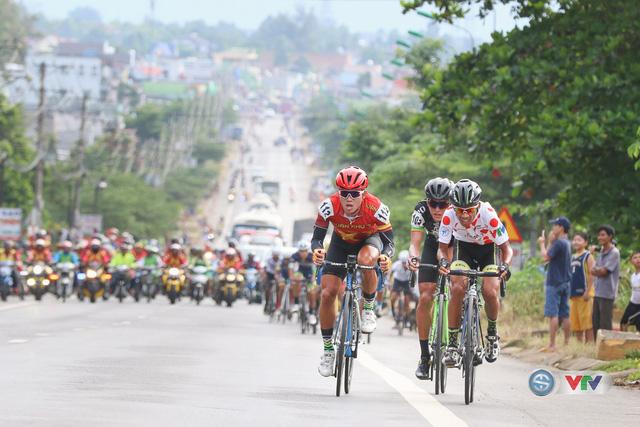 ẢNH: Những khoảnh khắc ấn tượng chặng 14 Giải xe đạp quốc tế VTV Cúp Tôn Hoa Sen 2017 - Ảnh 3.