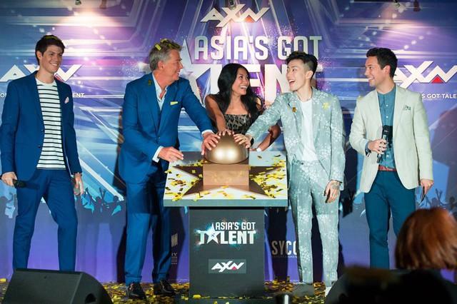 Bộ ba giám khảo Asias Got Talent 2017 gần gũi và hài hước ở hậu trường - Ảnh 8.