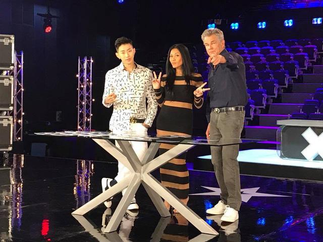 Bộ ba giám khảo Asias Got Talent 2017 gần gũi và hài hước ở hậu trường - Ảnh 6.