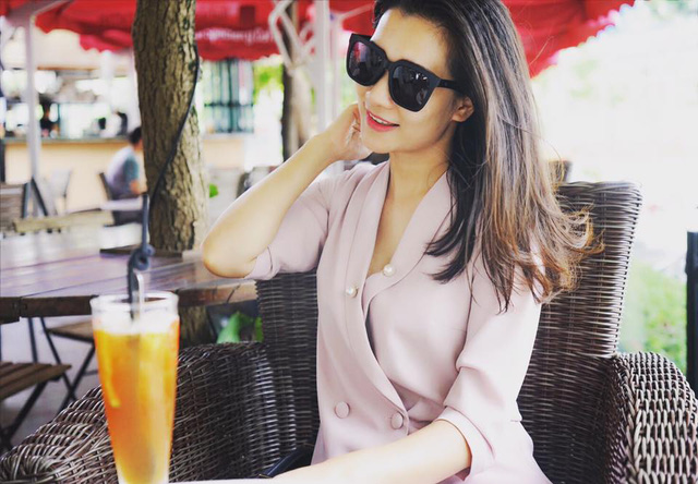 BTV Khánh Trang ghi điểm với gu thời trang thanh lịch, nữ tính - ảnh 3