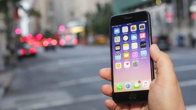 Điện thoại Plus E có tận 6GB Ram, dự báo 10 năm sau vẫn không bị chậm - Ảnh 1.
