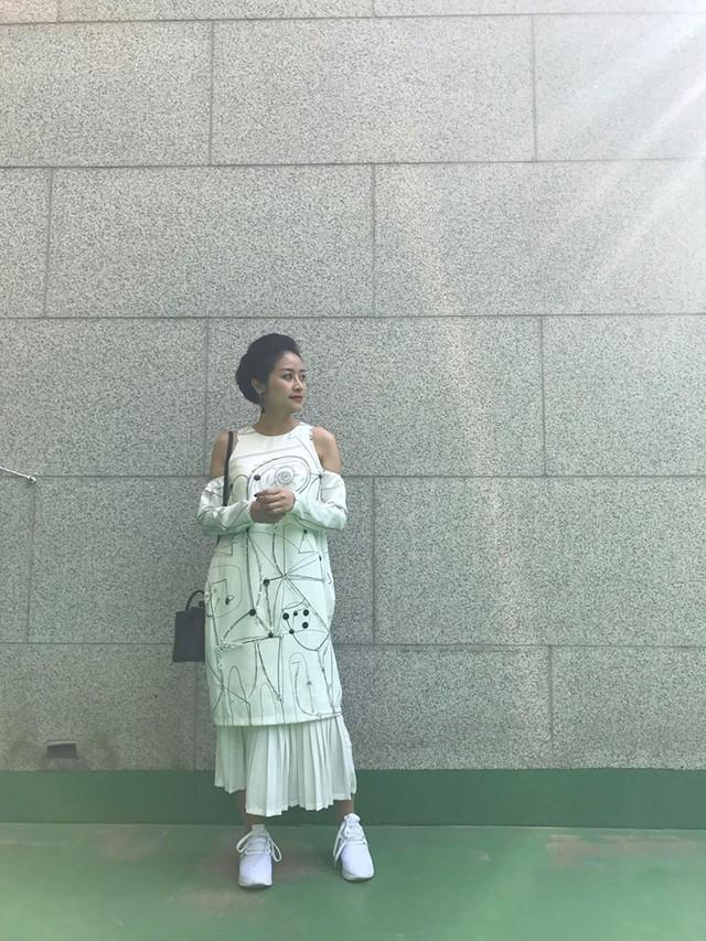 MC Phí Linh biến hóa với phong cách thời trang đa dạng và chất lừ - Ảnh 2.