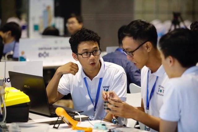 Đại học Lạc Hồng vô địch cuộc thi Vietnam IoT Hackathon 2017 - Ảnh 1.