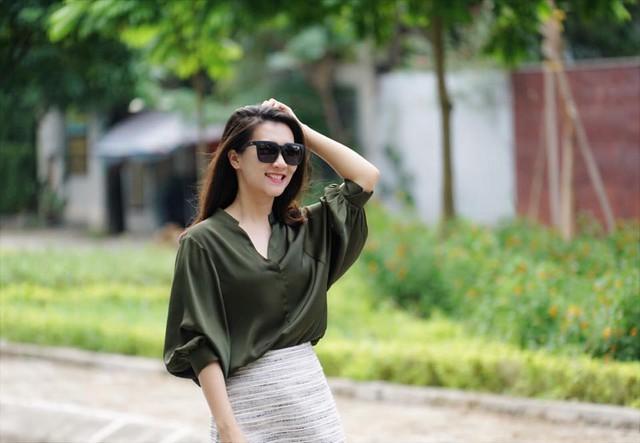 BTV Khánh Trang ghi điểm với gu thời trang thanh lịch, nữ tính - ảnh 5