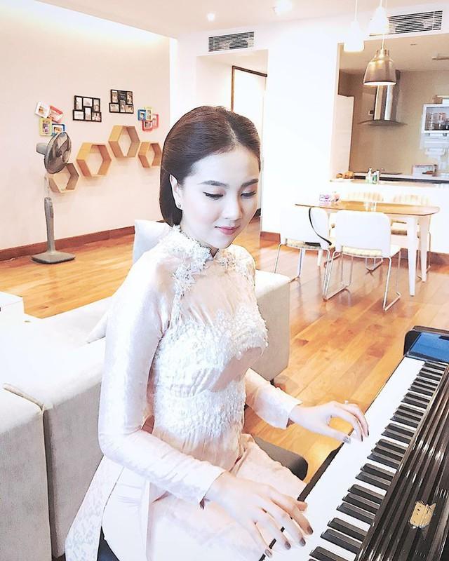 MC thời tiết Mai Ngọc trổ tài chơi piano cực ngọt - Ảnh 1.
