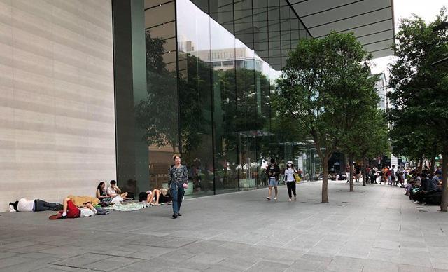 La liệt người ăn trực nằm chờ đón đợi iPhone X - Ảnh 5.