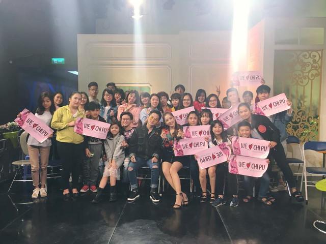 Chi Pu vừa hát live, vừa quẩy tưng bừng Từ hôm nay trên sóng truyền hình - Ảnh 2.