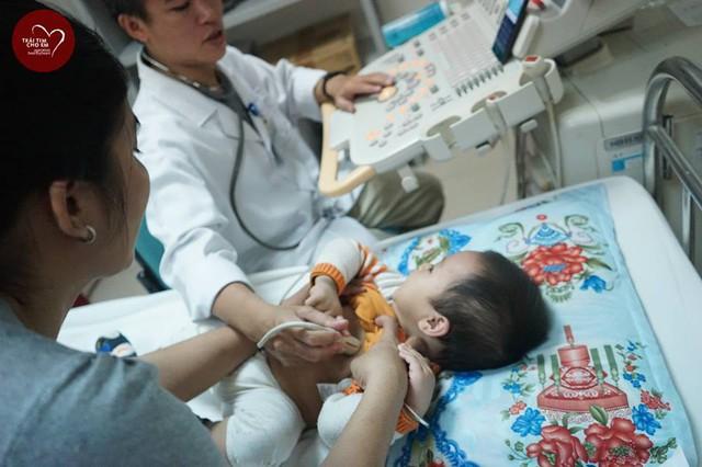 Trái tim cho em: 1500 em nhỏ tham gia khám sàng lọc tim bẩm sinh tại Huế - Ảnh 11.