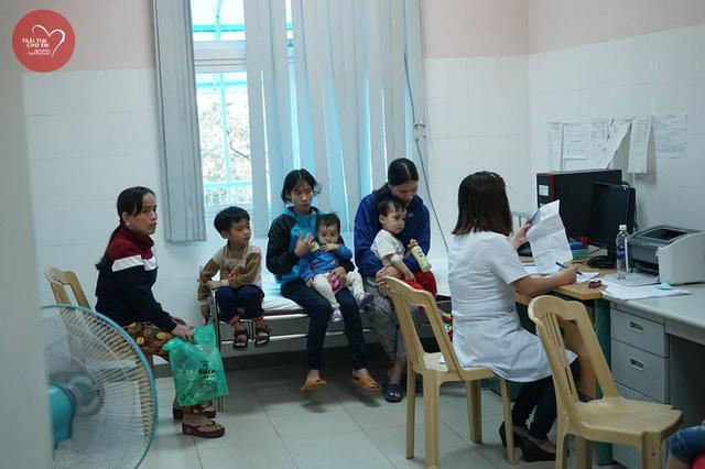 Trái tim cho em: 1500 em nhỏ tham gia khám sàng lọc tim bẩm sinh tại Huế - Ảnh 10.