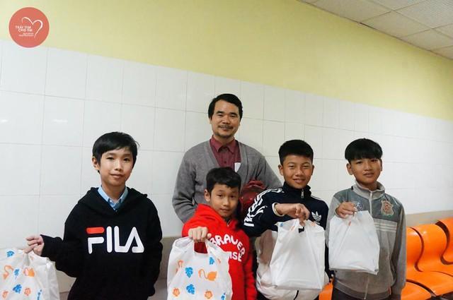 Trái tim cho em: 1500 em nhỏ tham gia khám sàng lọc tim bẩm sinh tại Huế - Ảnh 7.
