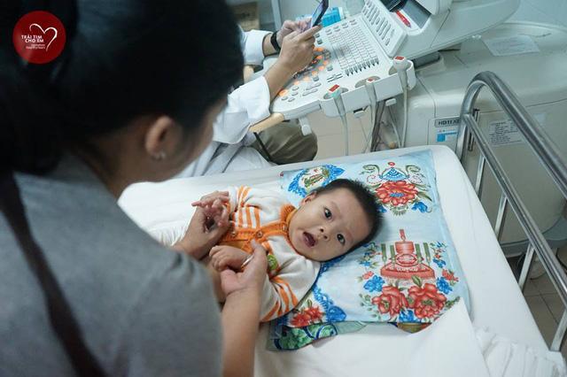 Trái tim cho em: 1500 em nhỏ tham gia khám sàng lọc tim bẩm sinh tại Huế - Ảnh 3.