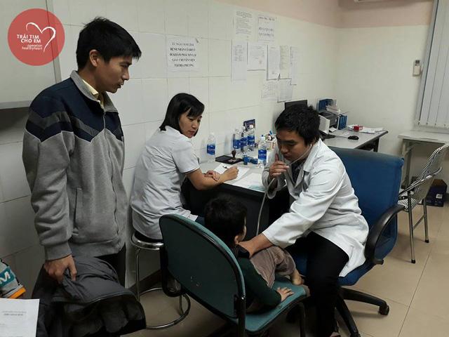 Trái tim cho em: 1500 em nhỏ tham gia khám sàng lọc tim bẩm sinh tại Huế - Ảnh 8.