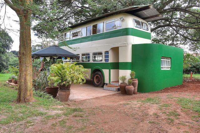Thích thú với căn nhà xe buýt siêu độc ở Kenya - Ảnh 2.