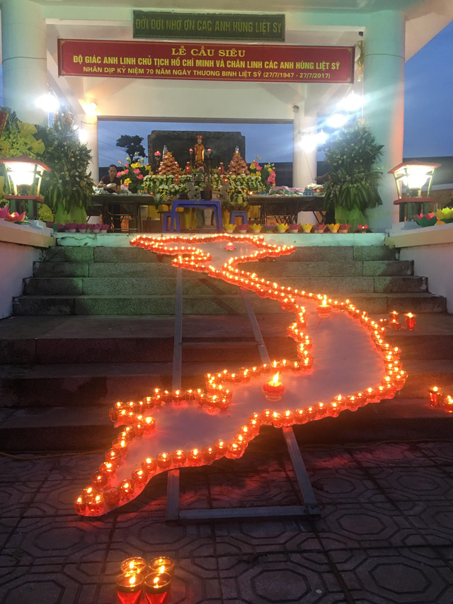 Thắp nến tri ân và thả đèn hoa đăng kỷ niệm ngày Thương binh - Liệt sỹ 27/7 - Ảnh 2.
