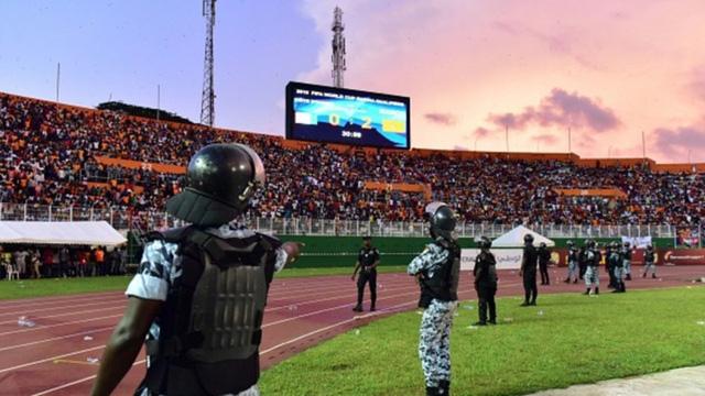 [CHÙM ẢNH] Người dân Maroc tràn xuống đường ăn mừng vé dự World Cup 2018 - Ảnh 3.