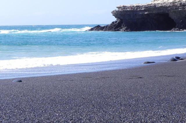 Tròn mắt trước những bãi biển có màu cát lạ ảo diệu - Ảnh 3.