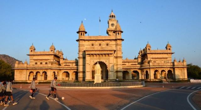 Các trường học có kiến trúc đẹp nhất Ấn Độ - Ảnh 3.
