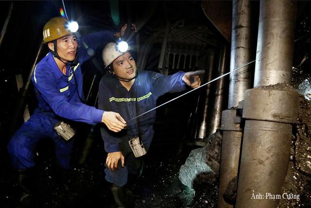 Khoảnh khắc chân thật về cuộc sống của những người thợ mỏ ở Quảng Ninh - Ảnh 2.