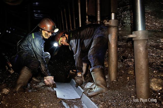 Khoảnh khắc chân thật về cuộc sống của những người thợ mỏ ở Quảng Ninh - Ảnh 3.