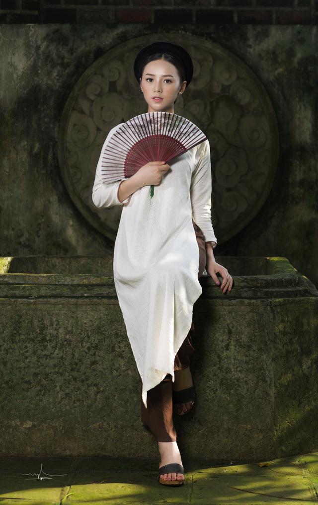 Hot girl Đi qua mùa hạ Quỳnh Kool mong manh, e ấp trong tà áo dài - Ảnh 9.