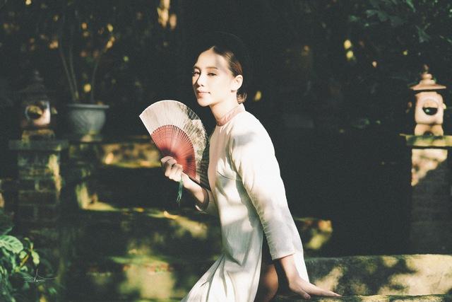 Hot girl Đi qua mùa hạ Quỳnh Kool mong manh, e ấp trong tà áo dài - Ảnh 8.