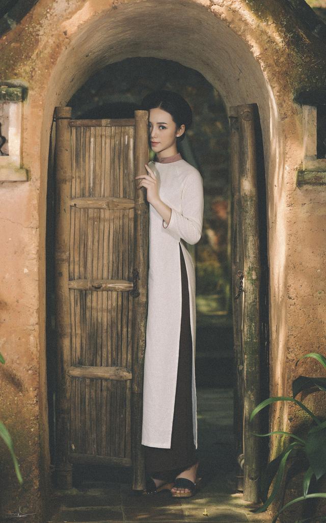 Hot girl Đi qua mùa hạ Quỳnh Kool mong manh, e ấp trong tà áo dài - Ảnh 5.