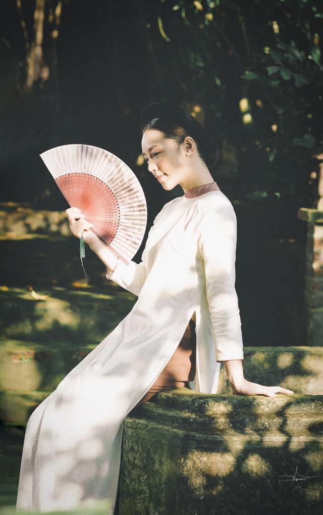 Hot girl Đi qua mùa hạ Quỳnh Kool mong manh, e ấp trong tà áo dài - Ảnh 4.