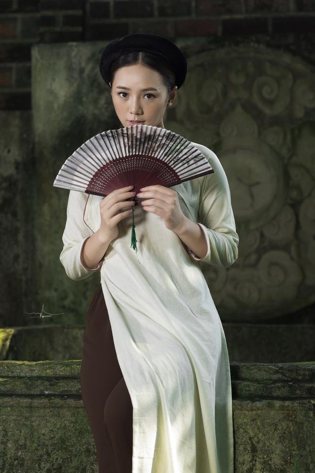 Hot girl Đi qua mùa hạ Quỳnh Kool mong manh, e ấp trong tà áo dài - Ảnh 3.