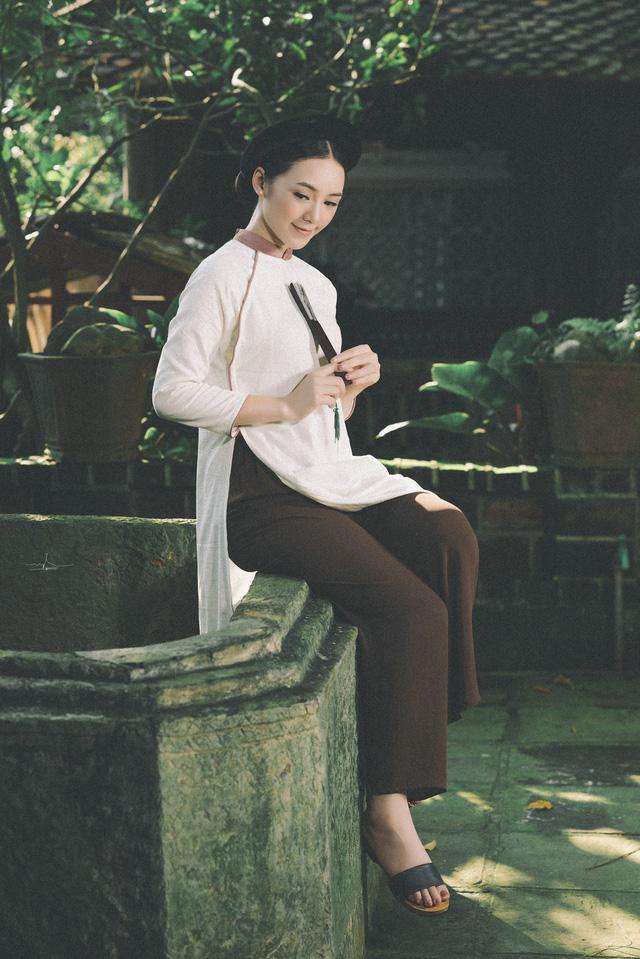 Hot girl Đi qua mùa hạ Quỳnh Kool mong manh, e ấp trong tà áo dài - Ảnh 2.