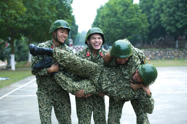 Sao nhập ngũ: Những hình ảnh siêu dễ thương của các lính mới - Ảnh 1.