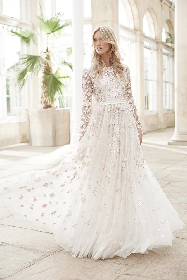 Những mẫu váy cưới tuyệt đẹp cho mùa cưới 2017 - Ảnh 4.