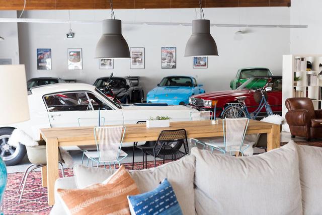 Độc đáo garage được hô biến thành nhà ở siêu đẹp - Ảnh 4.
