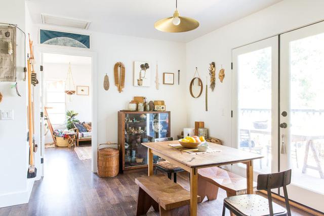 Ngôi nhà sàn gỗ mộc mạc với vô vàn đồ thủ công xinh xắn - Ảnh 3.