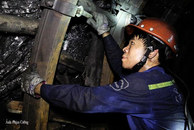 Khoảnh khắc chân thật về cuộc sống của những người thợ mỏ ở Quảng Ninh - Ảnh 4.