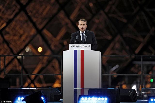 Nước Pháp vỡ òa chào đón Tổng thống trẻ nhất lịch sử - Ảnh 5.