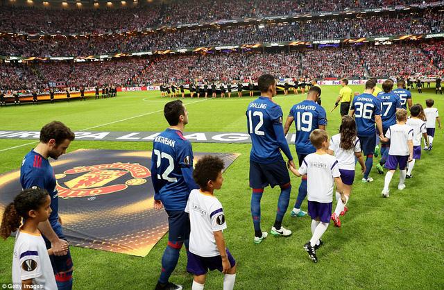 Ảnh: Man Utd đánh bại Ajax trong trận chung kết Europa League 2017 để đăng quang ngôi vô địch - Ảnh 2.