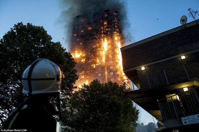 Những hình ảnh kinh hoàng còn lại sau vụ cháy chấn động ở thủ đô London - Ảnh 6.